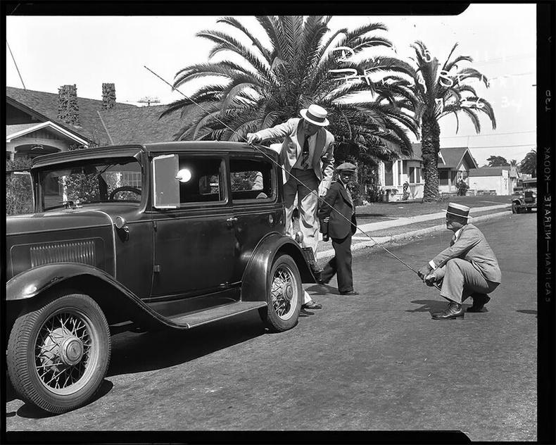 Мөрдөгчид сумны өнцгийг тодорхойлж буй нь, 1934