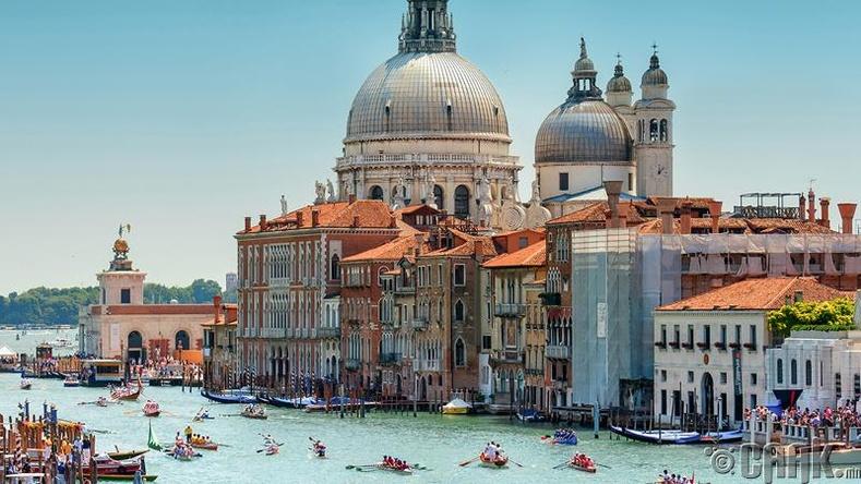 Венец – Итали