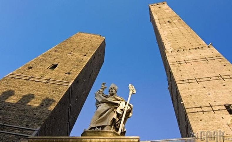 Дюэ Торри (Due Torri) - Болонья хот, Итали