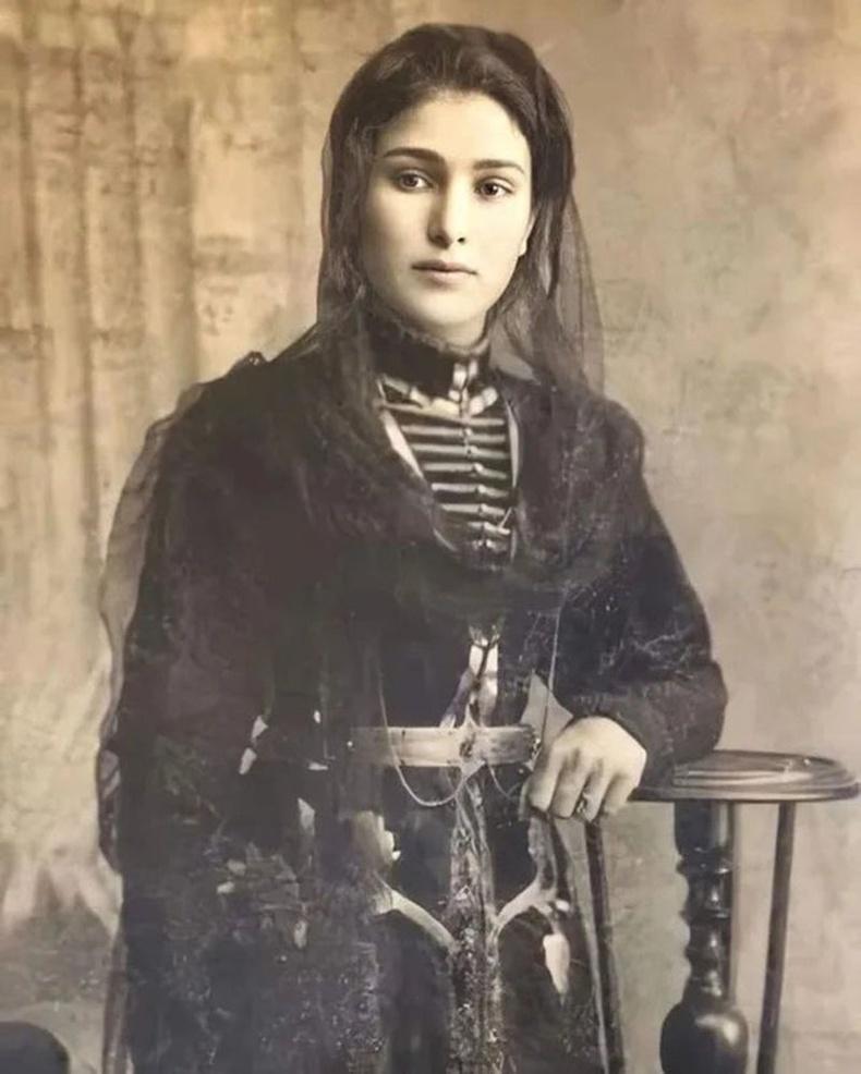 Хойд Кавказын жирийн нэгэн бүсгүй (1917 он )