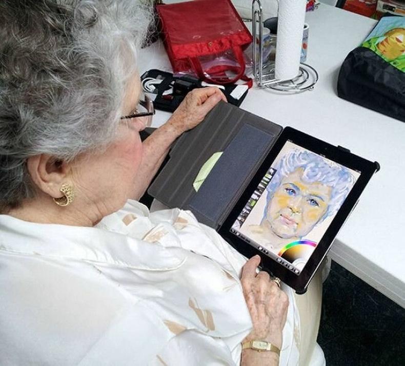 """""""84 настай эмээдээ хүү нь Ipad авч өгөөд, зураг зурдаг апп татаж өгсөн гэнэ. Нэг цагийн дараа эргээд ирэхэд эмээ нь ийм бүтээлтэй угтжээ."""""""