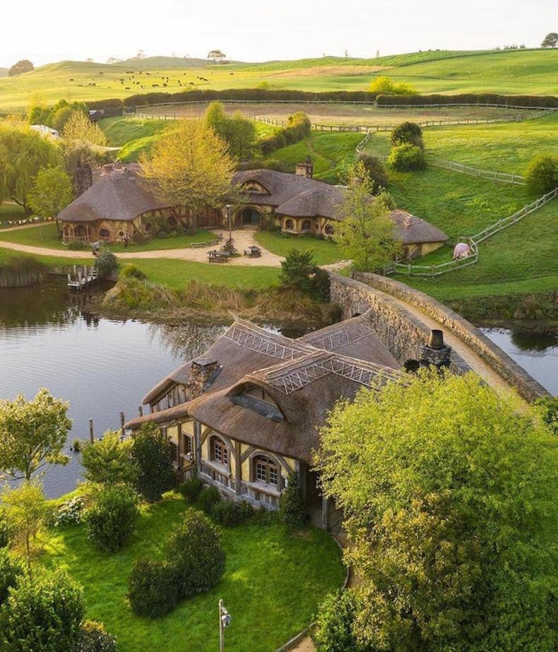 """""""Бөгжний эзэн"""" киноны зураг авалтыг хийсэн Шинэ Зеландын Хоббитон тосгон"""