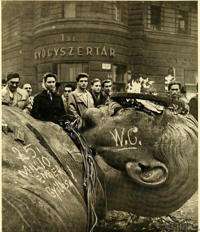 Унгар дахь Сталины хөшөөг нураасан нь, 1956 он