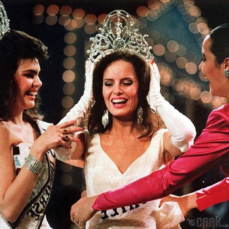 """""""Miss Universe-1987""""-ын ялагч: Чилийн гоо бүсгүй Сесилиа Болокко, 22 настай, 173 см өндөр."""