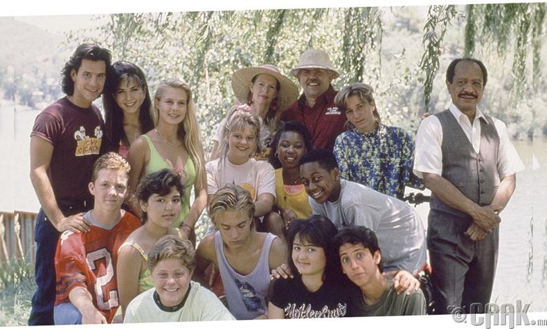 """Женнифер Энистон  (Jennifer Aniston) – """"Camp Cucamonga"""", 1990 он"""