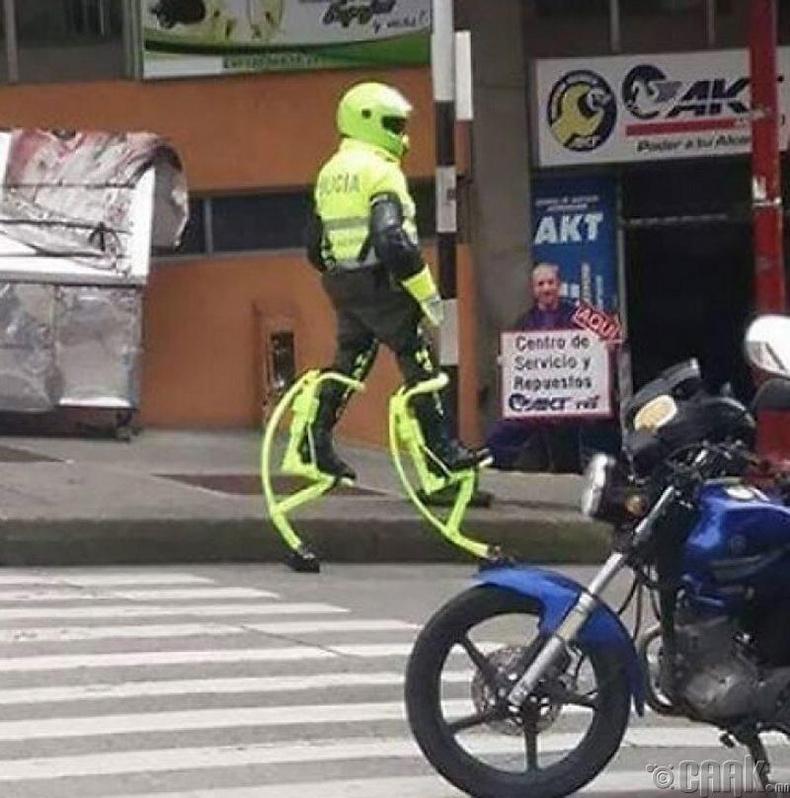 Ирээдүйн цагдаа нар бүгд ингэж ажиллах байх даа...