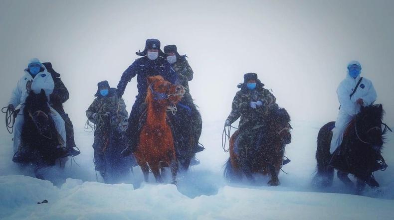 Өвөр Монголын хилчид алслагдсан нутгуудад цар тахлын анхааруулгыг хүргэхээр доволгож байгаа нь