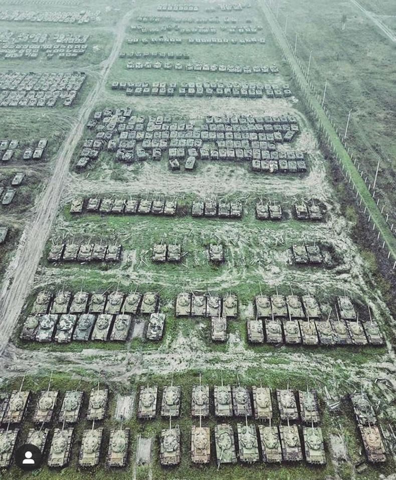 """Сибирь дэх жагсаалаас гарсан танкнуудын """"оршуулга"""""""