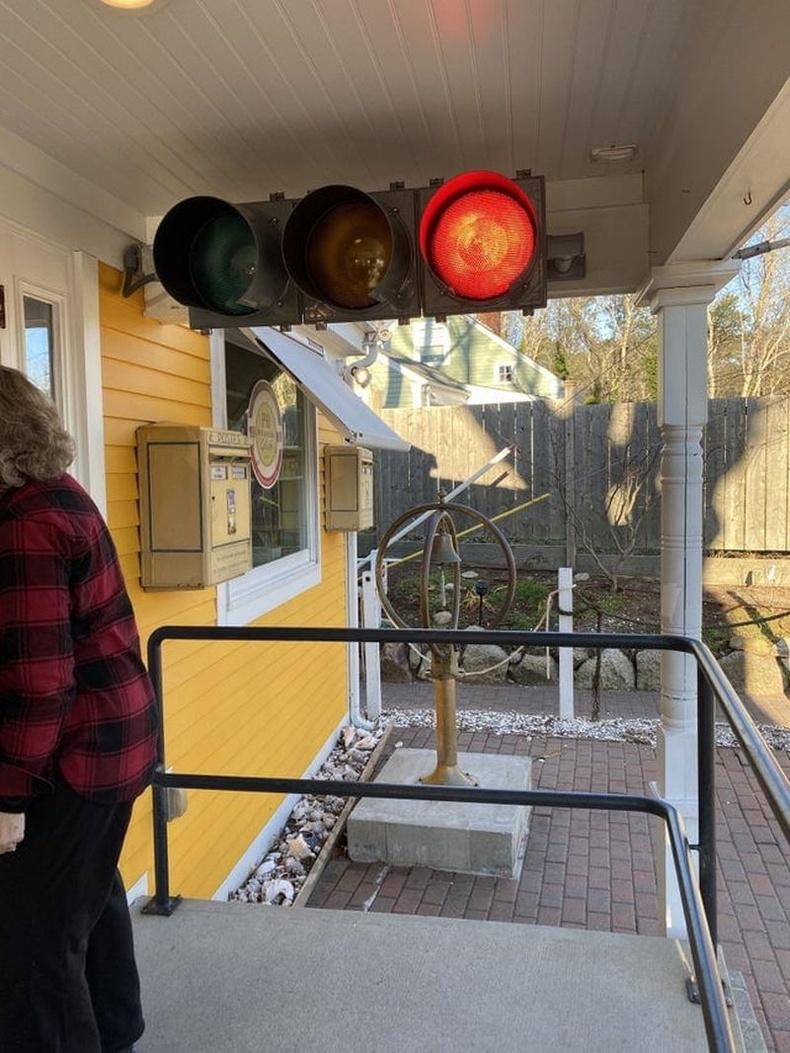 Кафед хэзээ орохыг зохицуулах гэрлэн дохио