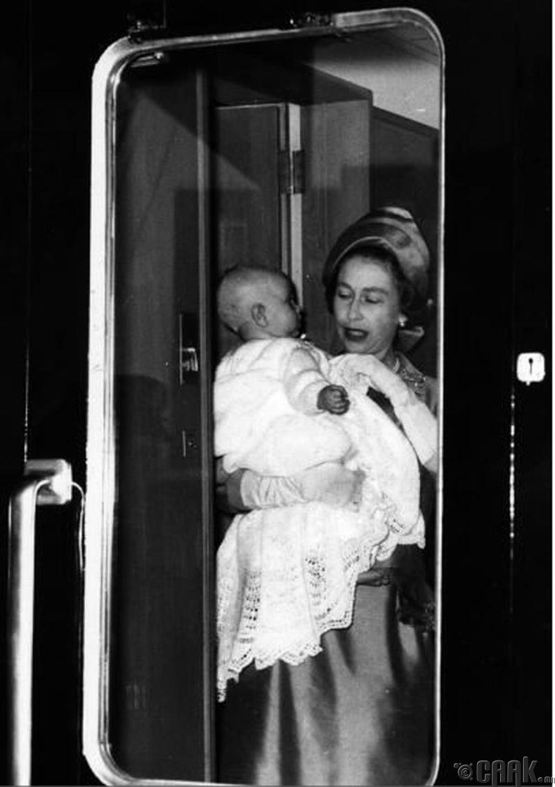 Их Британийн хатан хаан II Элизабет болон Хан хүү Эдуард