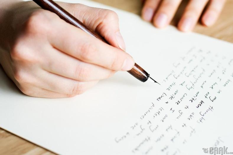 Зөөлхөн дарж бичдэг бол: