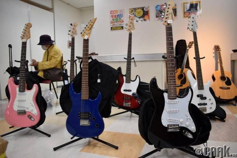 Цахилгаан гитар, тансаг цаг, амьтдын чихмэл хүртэлбайдаг