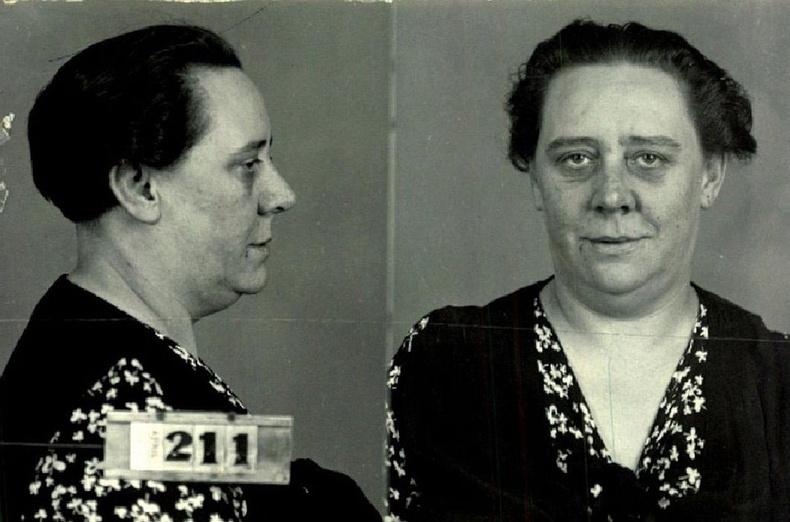 20-р зууны эхний хагаст биеэ үнэлэх явдал нь ихэнхдээ урьд нь ял сонсож хоригдож байсан, архинд орсон эмэгтэйчүүдийн хийдэг ажил байжээ.