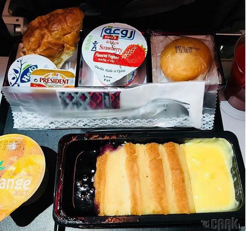 """""""Qatar Airways"""" - Гич болон чанамалтай талх, нарийн боов, тараг"""