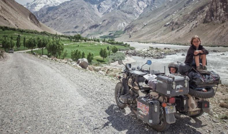 Румын улсаас Монгол хүртэл мотоциклоор аялсан гэр бүлийн фото тэмдэглэл
