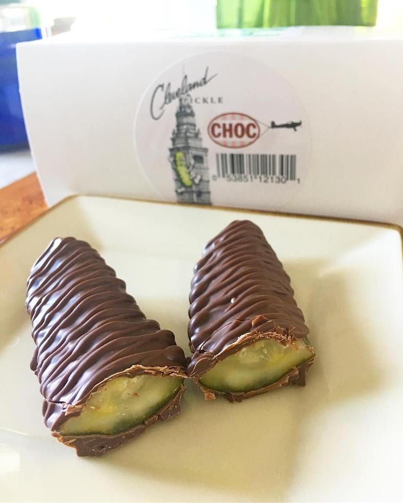 Шоколадаар бүрхсэн даршилсан өргөст хэмхийг барууны орнуудад аавуудын өдрөөр зардаг
