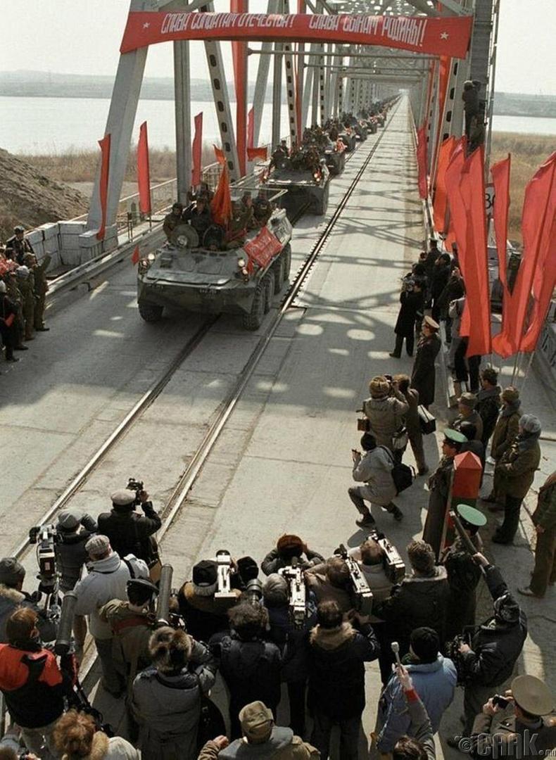 Зөвлөлтийн сүүлчийн дивиз Афганистанаас гарч байгаа нь, 1989 он