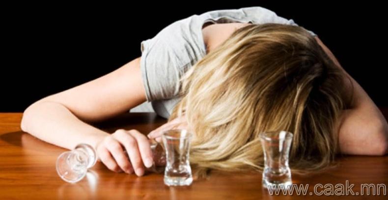 Архи уухын өмнө шар айраг уух нь таныг илүү хурдан согтоох болно.