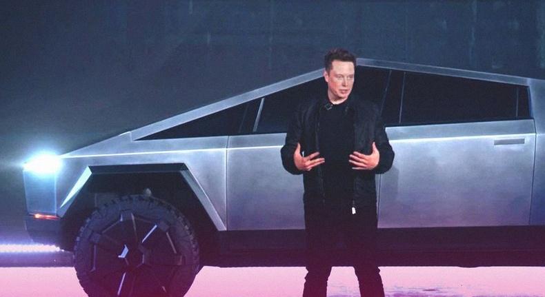 """""""Tesla"""" компани бартаат замын цахилгаан машинаа танилцууллаа"""