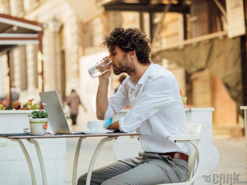 Бид бодохдоо: Хүн өдөрт найман аяга ус уух хэрэгтэй