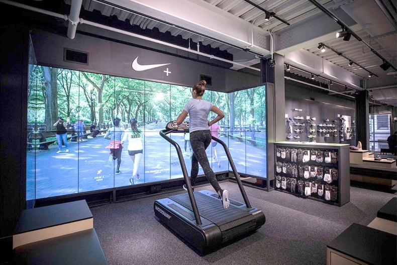 """""""Nike"""" брэндийн Нью-Йоркт нээгдсэн дэлгүүр шуугиан тарив"""