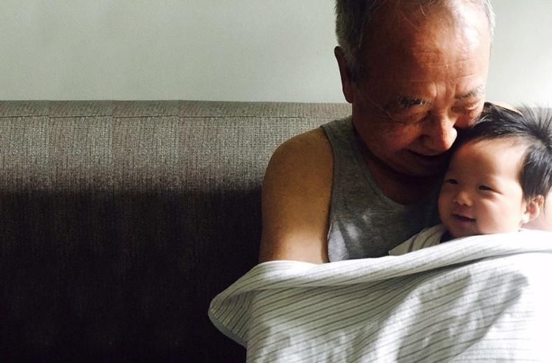Ач, зээ нартайгаа цуг байдаг өвөө эмээ нар илүү урт насалдаг