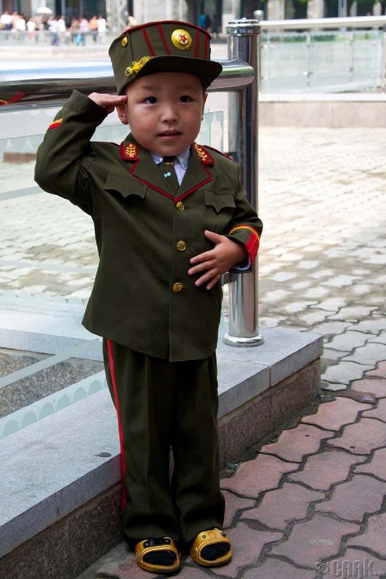 Балчир насны хүүхдүүд цэргийн алба хаадаг