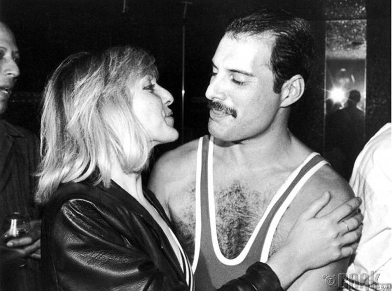 Фредди Меркури (Freddie Mercury) 38 насны төрсөн өдрөөрөө өөрийн найзын хамт - 1984 он