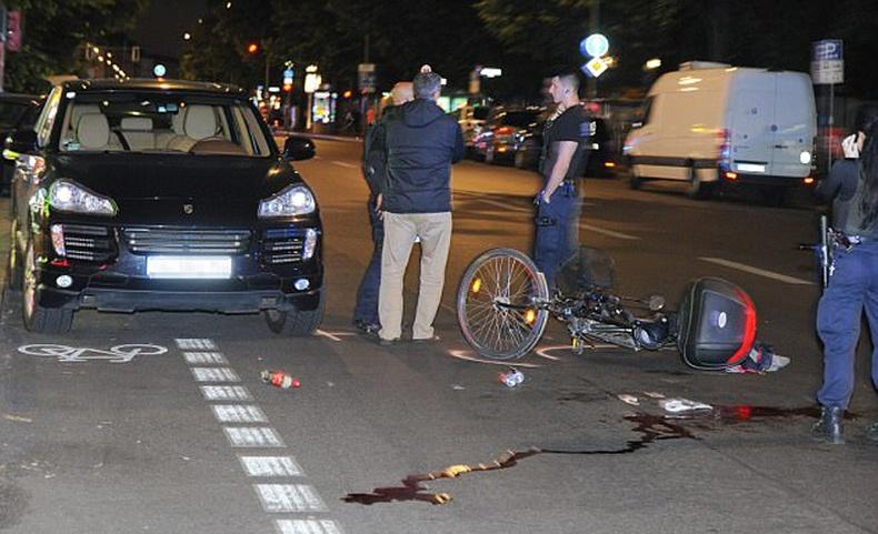 Машины хаалгаар дугуйчинг үхэлд хүргэсэн дипломат хүн амины хэргээс мултарчээ