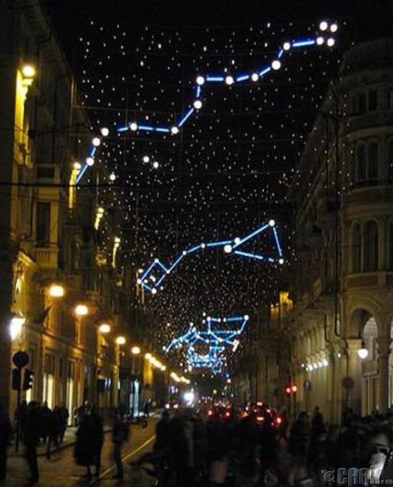 Одтой тэнгэрийг санагдуулам гудамжны гэрэлтүүлэг - Бээжин