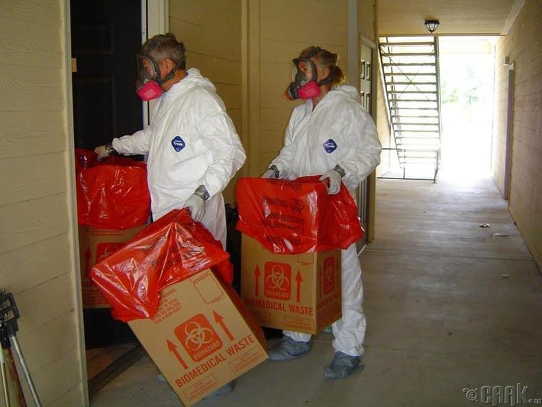 Гэмт хэргийн газар дээрх цэвэрлэгээний ажилчид