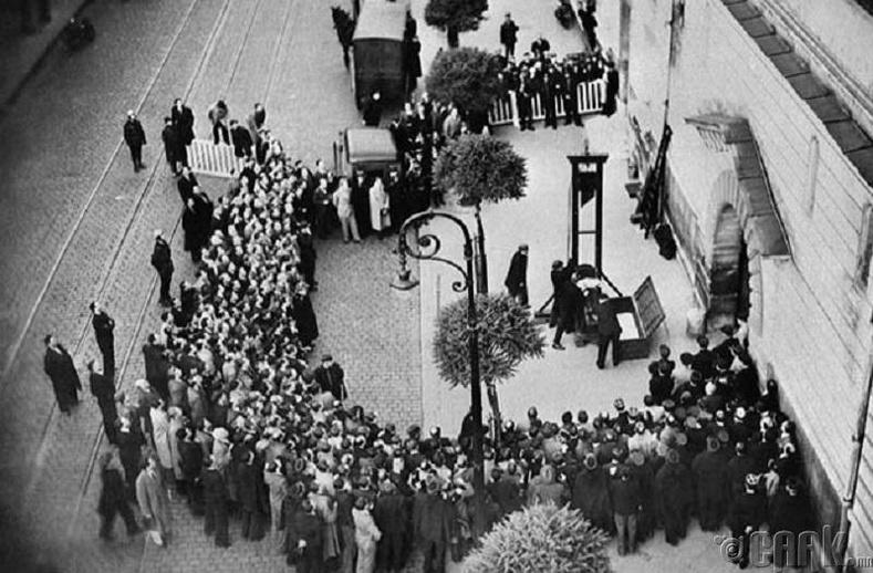 Олон нийтийн өмнө гүйцэтгэсэн хамгийн сүүлчийн  цаазаар авах ял (1939 он)