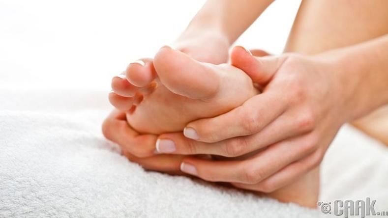 Сарын тэмдгийн өвдөлтийг дарахын тулд хөлөө амраагаарай