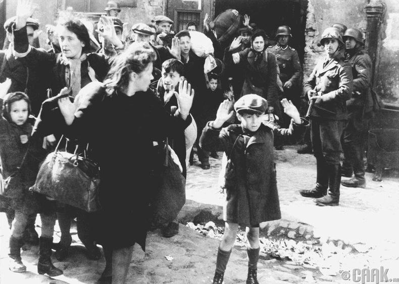 Варшав хотын еврэй хүү (1943 он)