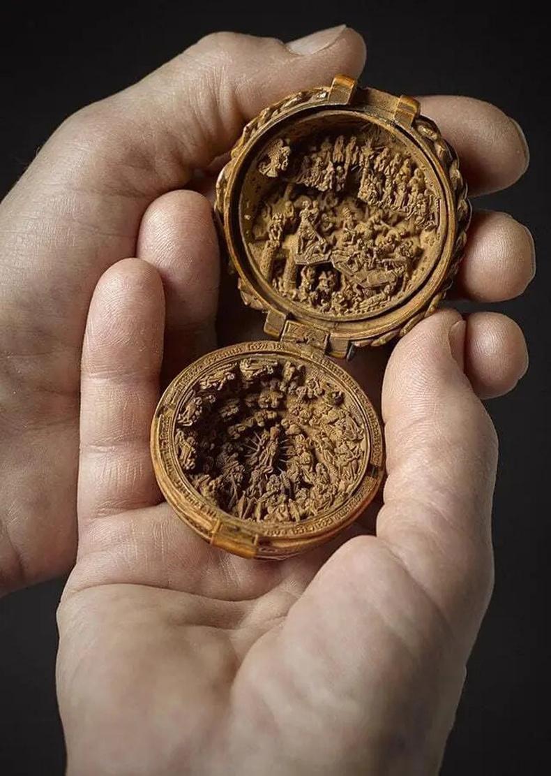 Готик хийцийн сийлбэртэй тамхины сав (16-р зуун)