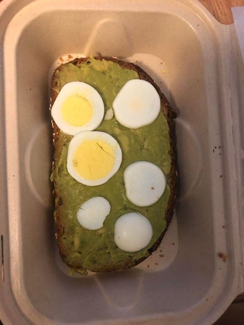 Талхан дээр авокадо түрхэж, өндөг тавиад л 7 доллар
