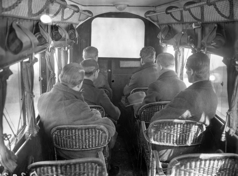 30-аад оны үеийн агаарын тээвэр
