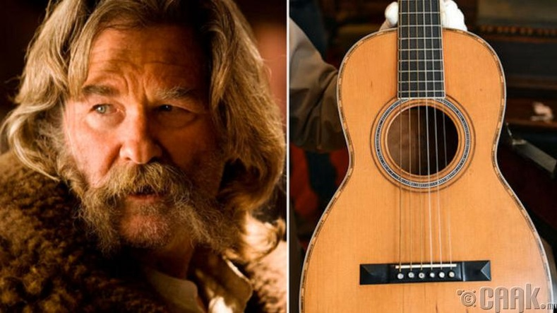 150 настай гитарыг санамсаргүй эвдсэн