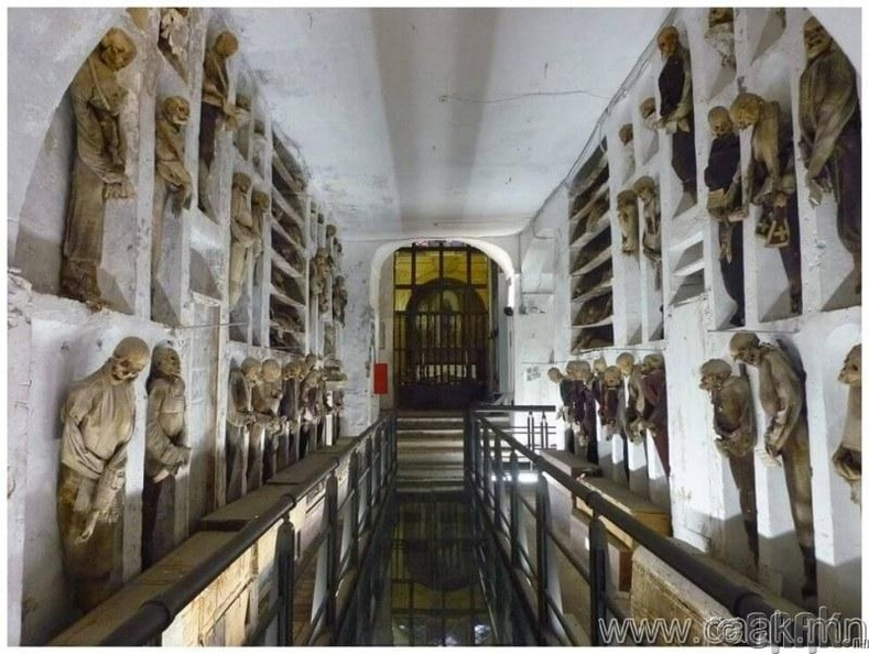 Итали, Капучинни газар доорх оршуулгын газар