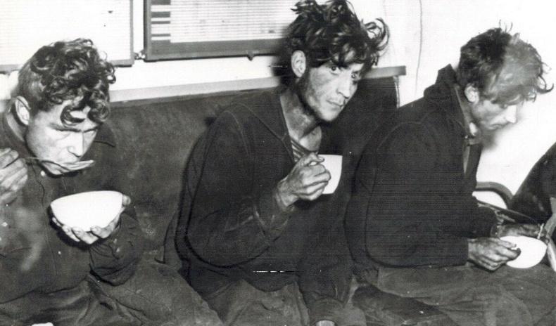 Задгай далайд хаягдаж, 49 хоногийн турш хоолгүй амьдарсан дөрвөн орос цэргийн түүх