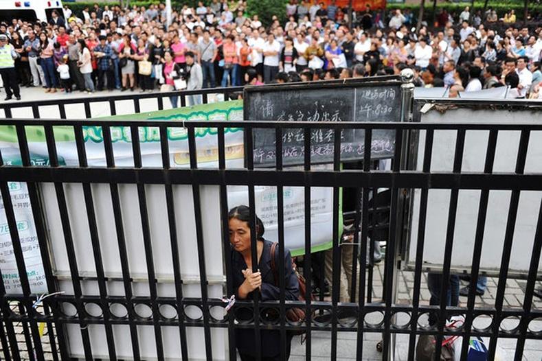 """Хятадын зарим мужийн журмаар шалгалт авах цэгээс 500 метрийн радиуст ахмадын нийтийн бүжиг буюу """"үсэргээ"""" явуулахыг хориглодог"""