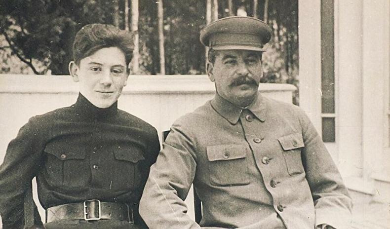 Сталины хүүхдэд муу дүн тавьсан багшид юу тохиолдсон бэ?