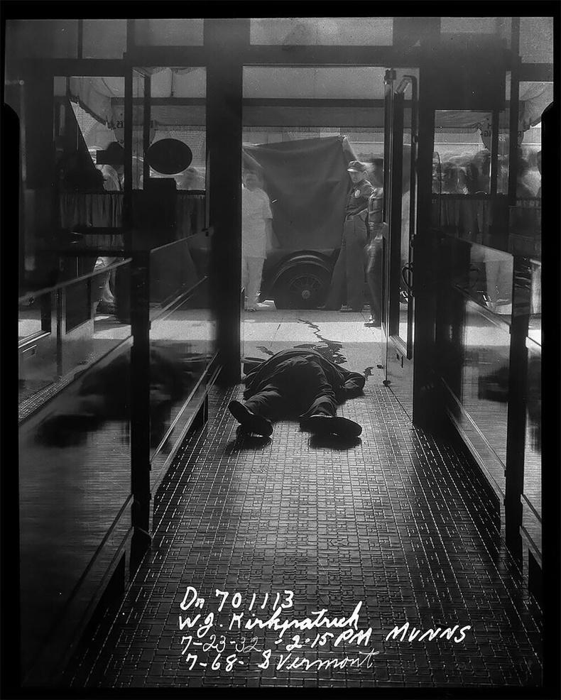 Гоёл чимэглэлийн дэлгүүр дээрэмдэж байхдаа буудуулсан хүн