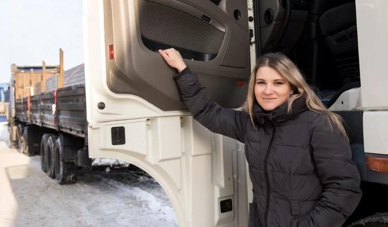 Холын тээврийн жолооч Орос бүсгүй ажлынхаа онцлогийг хуваалцжээ