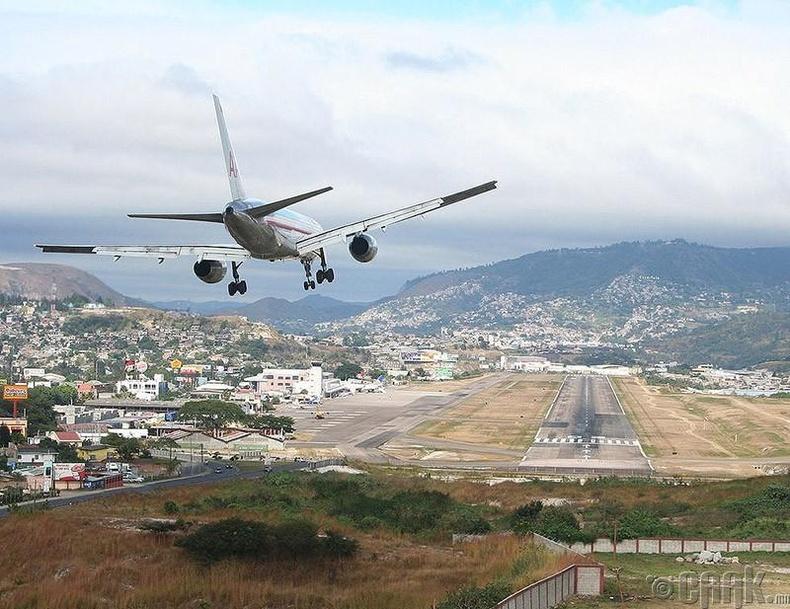 """""""Тонкотин"""" олон улсын нисэх онгоцны буудал, Гондурас"""