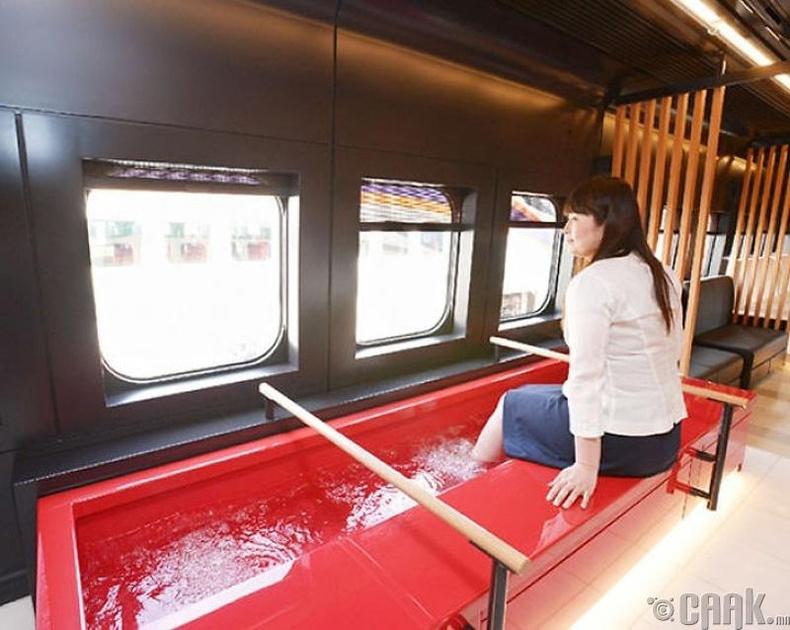 Яамагата хурдны галт тэргээр аялангаа хөлөө усанд дүрж болно