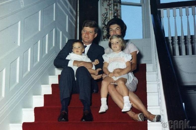 Гэр бүлийн анхны аялал