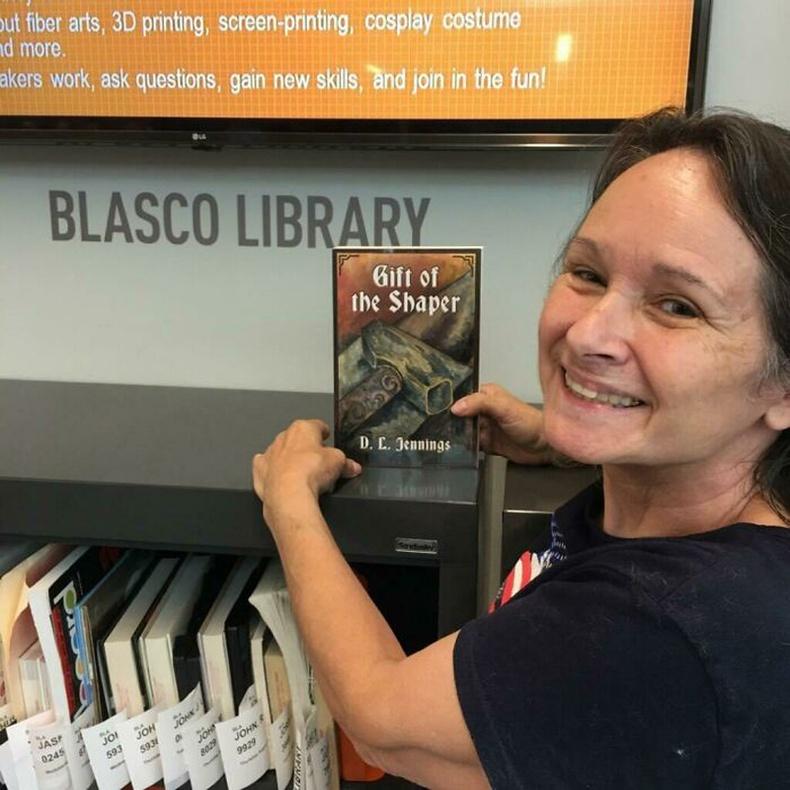 """""""Миний бичсэн номыг ээж маань хотынхоо номын сангаас олоод хичнээн их баярласан гээч"""""""