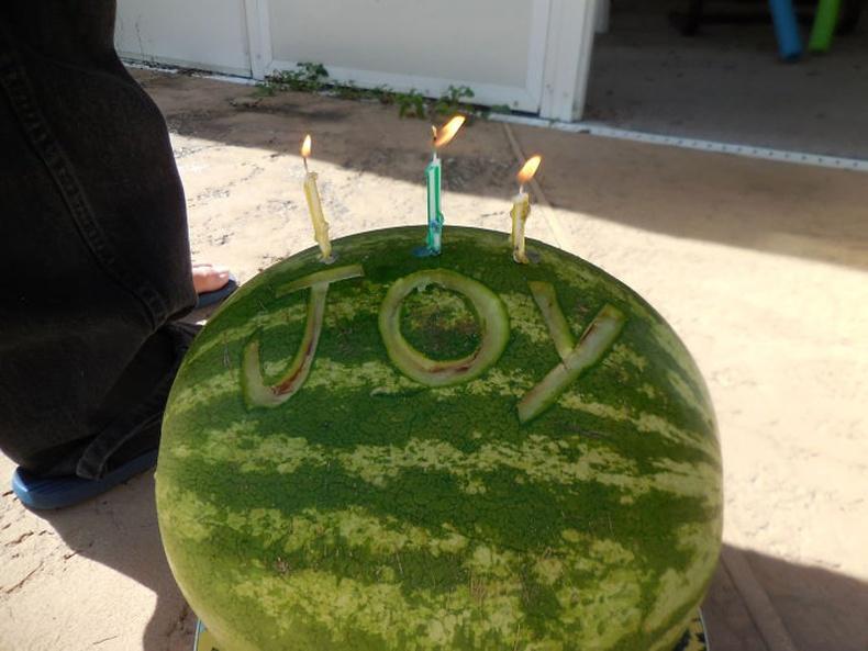 """""""Хүү маань миний төрсөн өдрөөр ийм бялуу бэлэглэв"""""""