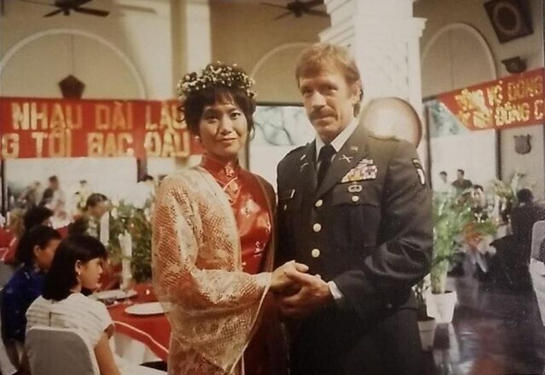 """Чак Норрис """"Braddock: Missing in Action III"""" зураг авалтын үеэр, 80-аад оны сүүл үе"""